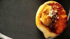 Grilled scallops, strongly brushed with butter roasted peanuts (homemade), fleur de sel cocoa or vanilla / Pétoncles fortement grillés, badigeonnés de beurre d'arachides grillées (fait maison) après marquage, fleur de sel au cacao ou à la vanille