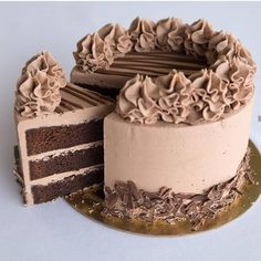 Simply the best chocolate cake I've ever had. Rich, ultra moist, fluffy and that chocolate buttercream is just divine! Chocolate Cake Designs, Chocolate Mud Cake, Chocolate Desserts, Chocolate Buttercream, Chocolate Filling For Cake, Chocolate Ganache, Buttercream Frosting, Cake Decorating Videos, Cake Decorating Techniques