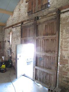 Porte de grange ch ne massif vue int rieure vienne porte for Porte de grange coulissante en bois