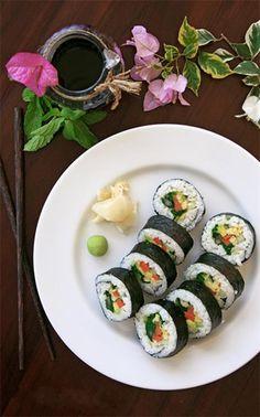 Овощные роллы Такуан Среди различных рецептов японской кухни, овощные блюда считаются самыми низкокалорийными и очень полезными для организма. Такие блюда как овощные роллы обычно содержат ...