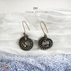 Craft eye-catching statement DIY earrings with easily available materials. Go through the DIY earring making tutorials here to make chic earrings easily. Diy Zipper Earrings, Zipper Jewelry, Beaded Earrings, Recycled Jewelry, Handmade Jewelry, Earring Tutorial, Diy Tutorial, Craft Eyes, Zipper Crafts