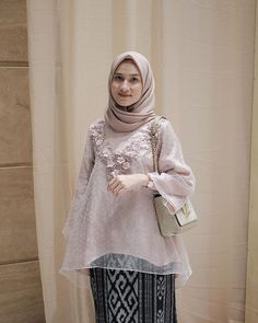 Likes 253 Comments Dwi Handayani Syah Putri (Dwi Handayani Syah Putri) Kebaya Modern Hijab, Kebaya Hijab, Batik Kebaya, Kebaya Dress, Dress Pesta, Batik Dress, Kebaya Kutu Baru Modern, Model Kebaya Muslim, Model Kebaya Brokat Modern