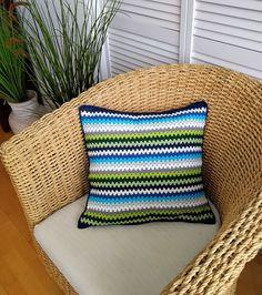 Dit woonkussen met granny stripes is gehaakt met katoen in sprekende frisse kleuren. Granny Stripes, Taupe, Throw Pillows, Beige, Toss Pillows, Cushions, Decorative Pillows, Decor Pillows, Scatter Cushions