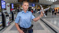 Waffen-Alarm am Airport | Messer, Scheren, Fleischklopfer – das wollen Fluggäste alles mit an Bord nehmen - Stuttgart - Bild.de