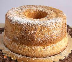La chiffon cake o ciambellone americano è un dolce sofficissimo adatto ad ogni momento della giornata , vi propongo la mia infallibile ricetta ....
