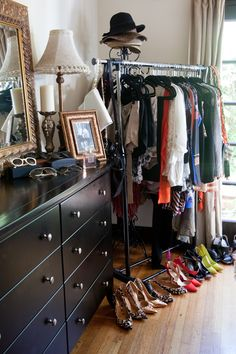 16 ideas spare bedroom closet ideas clothing racks small spaces - Diy and crafts interests My New Room, My Room, Spare Bedroom Closets, Bedroom Small, Bedrooms, Spare Room, California Apartment, Casual Decor, Rack Design