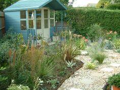Kuivan ja aurinkoisen paikan merenrantahenkinen puutarha. Garden. Dry. Seaside.