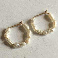 14 k yellow gold rice shape white fresh water genuine  pearl earrings Lot 22
