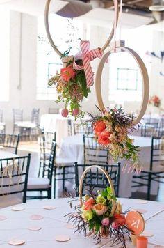 E porque não o bastidor sozinho como suporte de flores e centro de mesa? LIN-DO (crédito da foto: thenester)
