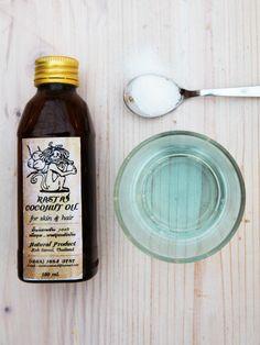 Wer es gerne frisch mag, greift bei dem tollen DIY-Lippenpeeling zu Kokosöl und ein paar Tropfen Mundspülung. Wie es geht, könnt ihr hier nachlesen!