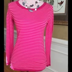Pink Striped Sweater Nice lightweight sweater in fuchsia pink and light pink stripes. 23 inches long, 15.5 inch bust (armpit to armpit), 21.5 inch sleeves. Great condition. ❌NO TRADES❌ Old Navy Sweaters