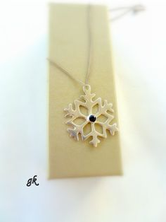 Silver Snowflake Necklace Black Friday by GeorgiaCollection, Vintage Christmas, Christmas Gifts, Black Friday, Snowflakes, Street, Trending Outfits, Unique Jewelry, Handmade Gifts, Silver