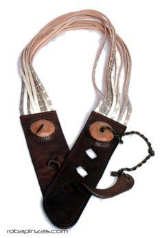 Cinturón en tiras de cuero y piel de serpiente, con hebilla... [CINP1]