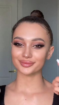 Dewy Makeup, Natural Makeup, Beauty Makeup, Face Makeup, Smokey Eye Makeup Look, Makeup Goals, Eyebrow Makeup, Simple Eyeshadow Looks, Makeup Looks Tutorial