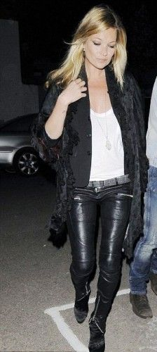 We heart Kate Moss in leather leggings.