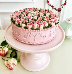 Cupcake Bouquet Discover Floral Vegan Cake This German Confectioner Makes The Most Beautiful Raw Vegan Cakes Ever New Year's Desserts, Cute Desserts, Christmas Desserts, Pretty Cakes, Beautiful Cakes, Amazing Cakes, Beautiful Bouquets, Bolo Floral, Floral Cake