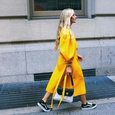 30 Street Style Beauty Looks From New York Fashion Week Spring 2017 New York Street Style, Nyfw Street Style, Spring Street Style, Cool Street Fashion, Street Style Looks, Street Wear, Summer Street, Street Chic, Basket Vans