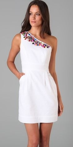 What a classy lookin white dress! I think I want it...