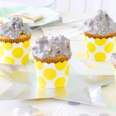 'Party like a Pineapple' Party Ideas + FREE printables Summer Party Themes, Birthday Party Themes, Birthday Bash, Birthday Cakes, Chocolate Spoons, Chocolate Bar Wrappers, Festival Themed Party, Shark Cookies, Printed Napkins
