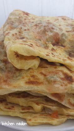mhadjeb feuilleté farci Healthy Breakfast Recipes, Snack Recipes, Cooking Recipes, Algerian Recipes, Algerian Food, Cooking Cake, Mexican Food Recipes, Ethnic Recipes, Food Platters