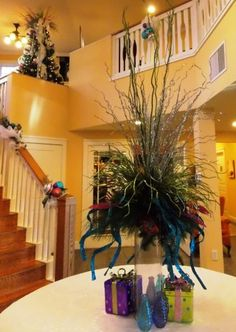 Here are some suggestions to decorate for the holidays without going crazy! #holidaydecorations