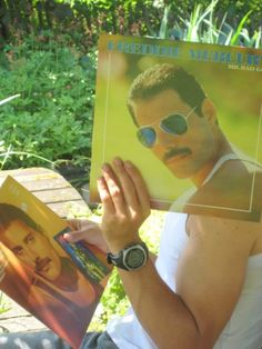 Fun with a Freddy Mercury album cover. Vinyl Sleeves, Old Vinyl Records, Internet Trends, Face The Music, People Poses, Queen Freddie Mercury, Creative Portraits, Brian May, Best Cosplay