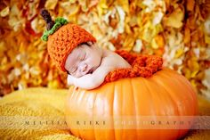 This gorgeous pumpkin orange newborn knot beanie hat is made from a super soft wool blend yarn. It is the perfect fit to keep your little ones noggin' nice and warm and is the perfect Halloween hat:) Newborn Halloween, Halloween Hats, First Halloween, Newborn Posing, Newborn Shoot, Newborn Photography Props, Halloween Newborn Photography, Infant Photography, Photography Ideas