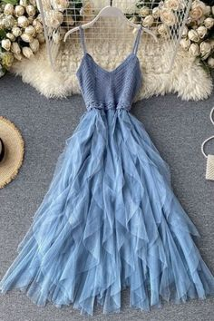 Fashion Drawing Dresses, Indian Fashion Dresses, Girls Fashion Clothes, Teen Fashion Outfits, Mode Outfits, Cute Prom Dresses, Ball Dresses, Stylish Dresses, Elegant Dresses