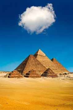 Facts You Never Knew About the Pyramids of Giza - The Great Pyramid of Giza is over 455 ft tall, & is the oldest of the Seven Wonders of the World. – Facts About the Great Pyramids of Giza Giza Egypt, Egypt Art, Pyramids Of Giza, Luxor Egypt, Ancient Egypt Architecture, Classical Architecture, Sustainable Architecture, Landscape Architecture, Places To Travel