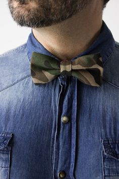Top off your look with this men's military army inspired camoflauge bow tie by Glimms. | www.differio.com