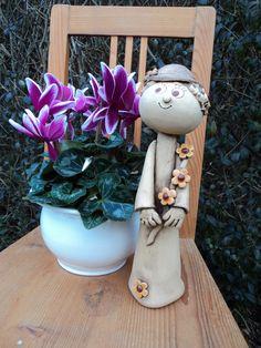 paní+starostová+Keramická+soška+vysoká31+cm. Clay Figurine, Pottery Classes, Painted Rocks, Sculpture, Dolls, Handmade Pottery, Play Dough, Destinations, Lawn And Garden