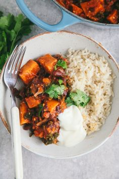Sweet Potato & Kale Chili - January 15 2019 at - and Inspiration - Plant-based - Vegan Recipes And Delicious Nutritious Meals - Vegetarian Weighloss Motivation - Healthy Lifestyle Choices Potato Recipes, Veggie Recipes, Vegetarian Recipes, Dinner Recipes, Healthy Recipes, Vegan Vegetarian, Chili Vegan, Dairy Recipes, Chilli Recipes