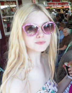 pretty Glitter beautiful perfect gorgeous street style Personal candid actress pink glasses 2012 dakota fanning Elle Fanning blond sofia coppola somewhere phoebe in wonderland Super 8 Miso we bought a zoo babel The Nutcracker twixt Elle Moda, Miu Miu Glasses, Manic Pixie Dream Girl, Fanning Sisters, Dakota And Elle Fanning, Malibu Barbie, Looks Style, Beach Babe, Look Fashion