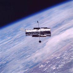 Afbeelding van http://hubblesite.org/the_telescope/hubble_essentials/graphics/telescope_essentials_introduction1_lg.jpg.