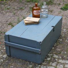 Grote kist / salontafel blauw.