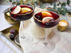 Bubblig glöggdrink   Recept från Köket.se Xmas Food, Christmas Drinks, Christmas Treats, Christmas Stuff, Christmas Feeling, Halloween Appetizers, Smoothie Drinks, Smoothies, Yummy Drinks