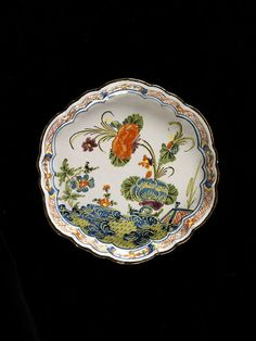 Tray of tin-glazed earthenware with lobed rim, Ferniani factory, Faenza, ca. 1750-1760. | Ferniani factory | V&A Search the Collections