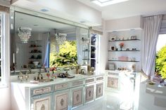 Beverly Hills Home Tour: Lisa Vanderpump Villa Rosa, Lisa Vanderpump, Beverly Hills Houses, Housewives Of Beverly Hills, Inside Home, Celebrity Houses, Amazing Bathrooms, Master Bathrooms, Decoration