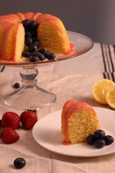 Lemon Pound Cake with Fresh Strawberry Icing-Happy of July! Independence Day is one of my favorite holidays. I can't help but reflect on the courage, vision and fortitude it took to make this Country the paragon of freedom and dem… Summer Desserts, Easy Desserts, Dessert Recipes, Baking Recipes, Frugal Recipes, Cookbook Recipes, Easy Delicious Dinner Recipes, Pound Cake Recipes, Pound Cakes