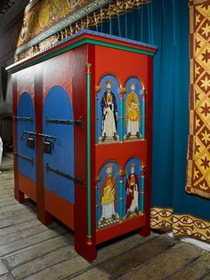 Gallery of heritage furniture Dover Castle Dover Castle recreation from the time of Henry II Painted Chairs, Painted Boxes, Painted Furniture, Medieval World, Medieval Art, Custom Made Furniture, Recycled Furniture, Dover Castle, Medieval Furniture