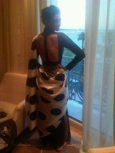 Love this deep #contemporary styled #blouse on #bollywood actress #SonamKapoor! #sari #indianfashion