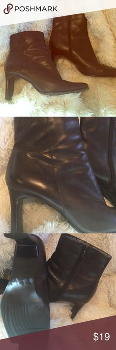 Beautiful❤️🤗 Leather Ankle Boots Size 9🤗 Beautiful Brown ankle Boots Tint of Burgundy, 3 inch heels 👠  Beautiful to dress up, super cute with Jeans Studio Works Shoes Ankle Boots & Booties