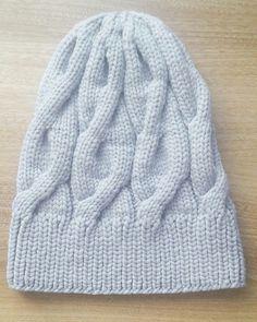 Нежнейшая шапочка ручной работы из итальянской пряжи премиум класса (шелк,кашемир,бамбук, полиамид) сделает вашу осень ещё красивее и теплее. Продаю.