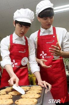 Kaisoo baking is just way too adorable.