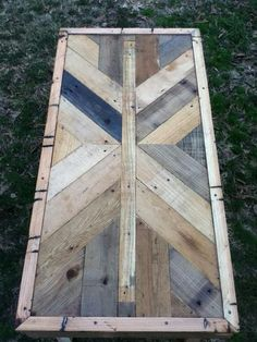 Intricate Tabletop from Pallet Wood  Good idea for the top of our new dresser we want to build.