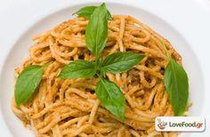 Σπαγγέτι με πέστο ψητής μελιτζάνας, το θέλω τώρα! συνταγή από το loveFood. Δείτε και δοκιμάστε Συνταγές Μαγειρικής που αγαπάμε! Greek Beauty, Spaghetti, Sunday, Pasta, Cooking, Ethnic Recipes, Food, Kitchen, Domingo