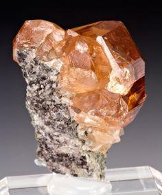 Grossular from Jeffrey Mine, Asbestos, Shipton Township, Richmond Co., Quebec, Canada [db_pics/pics/1321034b.jpg]