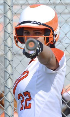 Softball photo shoot senior softball, softball photos, baseball pictures, t Softball Team Pictures, Baseball Pictures, Sports Pictures, Cheer Pictures, Baseball Photo Ideas, Senior Softball, Girls Softball, Softball Drills, Softball Stuff