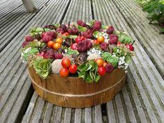Herfsttaart Table Arrangements, Flower Arrangements, Deco Floral, Art Floral, Flower Boxes, Easter Crafts, Serving Bowls, Tableware, Christmas