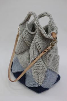 Marvelous Crochet A Shell Stitch Purse Bag Ideas. Wonderful Crochet A Shell Stitch Purse Bag Ideas. Crotchet Bags, Knitted Bags, Knit Bag, Knitting Stitches, Knitting Patterns, Crochet Patterns, My Bags, Purses And Bags, Crochet Hooks